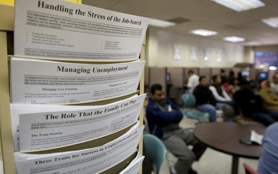 U.S. weekly jobless claims rise modestly; labor market tight