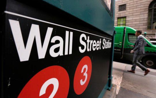 US Futures Halted; Wall Street Seen Slumping